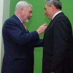 Prezydent Miasta Krakowa wręcza odznakę  Honoris Gratia prof. Zdzisławowi Nodze
